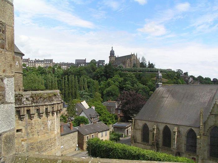Фужер (Fougeres) — старинный город-крепость с 13 башнями в Бретани 83803