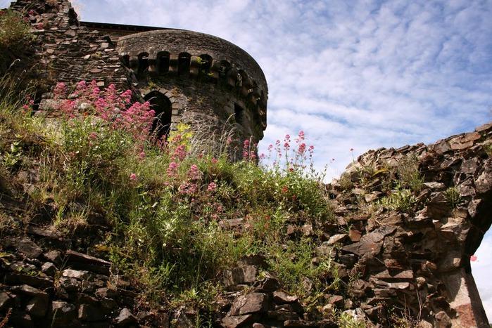 Фужер (Fougeres) — старинный город-крепость с 13 башнями в Бретани 55641