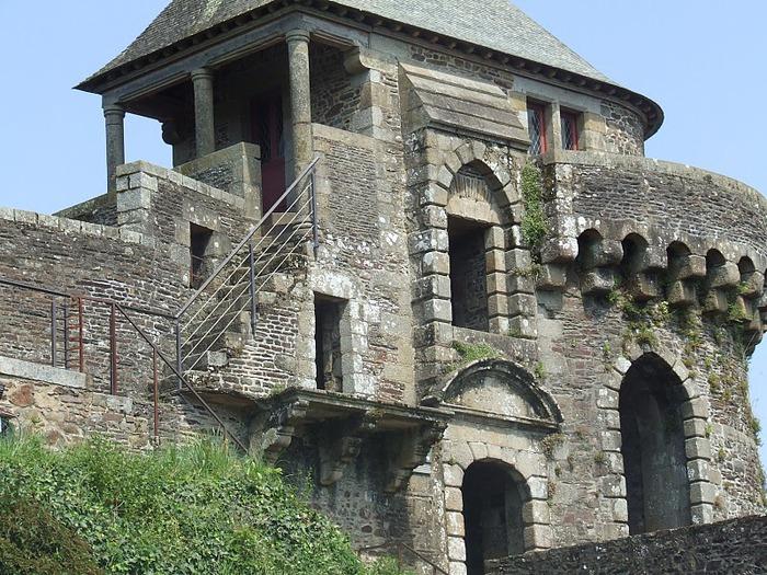 Фужер (Fougeres) — старинный город-крепость с 13 башнями в Бретани 29912