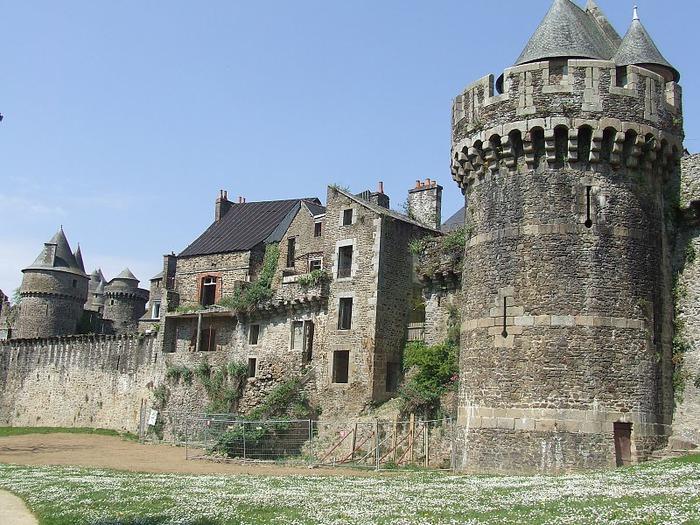 Фужер (Fougeres) — старинный город-крепость с 13 башнями в Бретани 40401