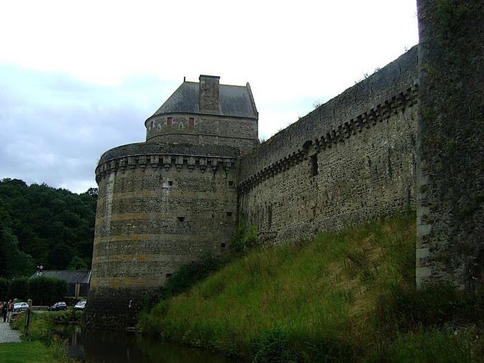 Фужер (Fougeres) — старинный город-крепость с 13 башнями в Бретани 43464