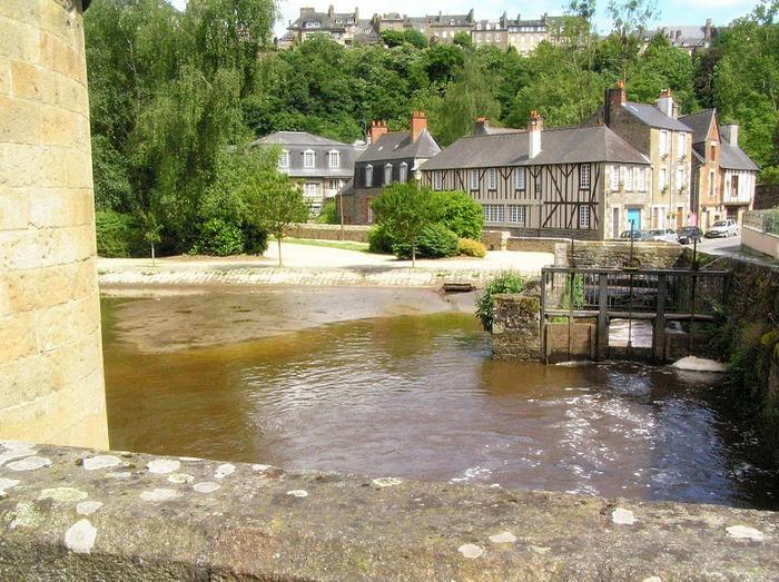 Фужер (Fougeres) — старинный город-крепость с 13 башнями в Бретани 46104