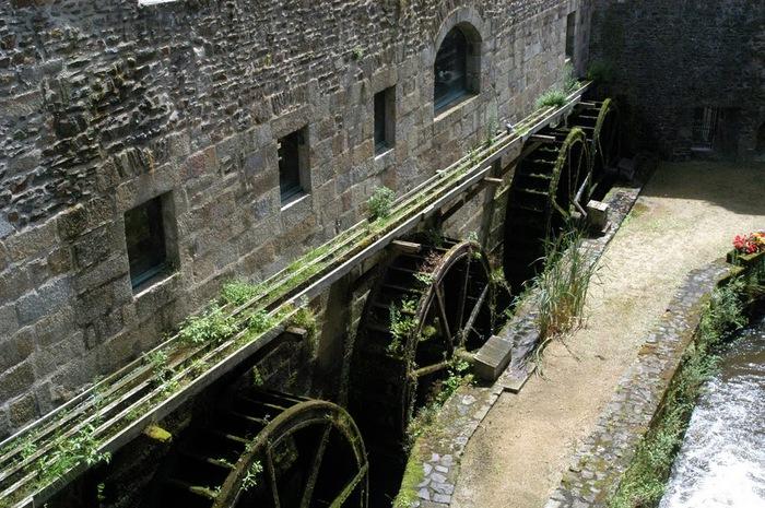 Фужер (Fougeres) — старинный город-крепость с 13 башнями в Бретани 23227
