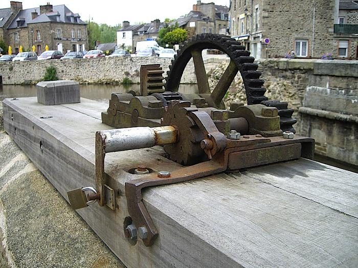 Фужер (Fougeres) — старинный город-крепость с 13 башнями в Бретани 67544