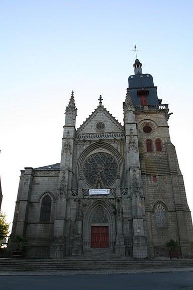 Фужер (Fougeres) — старинный город-крепость с 13 башнями в Бретани 76005