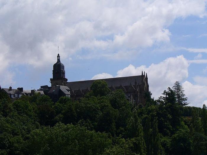 Фужер (Fougeres) — старинный город-крепость с 13 башнями в Бретани 77392