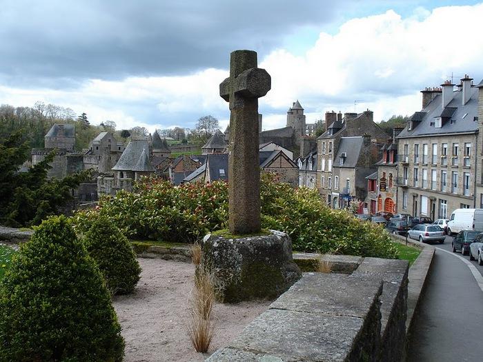 Фужер (Fougeres) — старинный город-крепость с 13 башнями в Бретани 80613