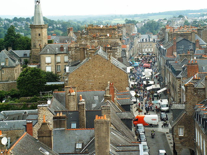 Фужер (Fougeres) — старинный город-крепость с 13 башнями в Бретани 52952