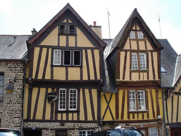 Фужер (Fougeres) — старинный город-крепость с 13 башнями в Бретани 49092