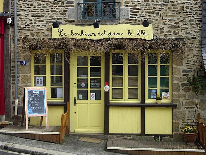 Фужер (Fougeres) — старинный город-крепость с 13 башнями в Бретани 78430