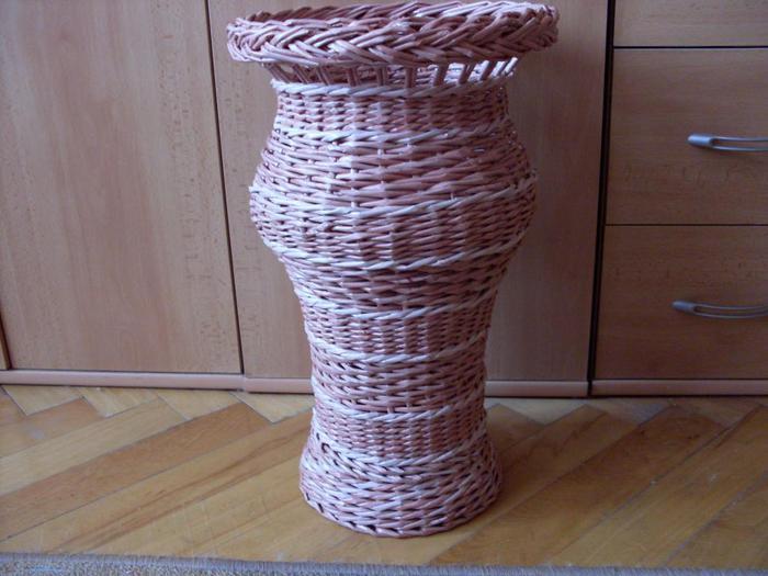 Напольные вазы из газетных трубочек своими руками