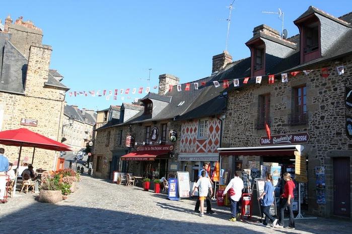 Фужер (Fougeres) — старинный город-крепость с 13 башнями в Бретани 83949