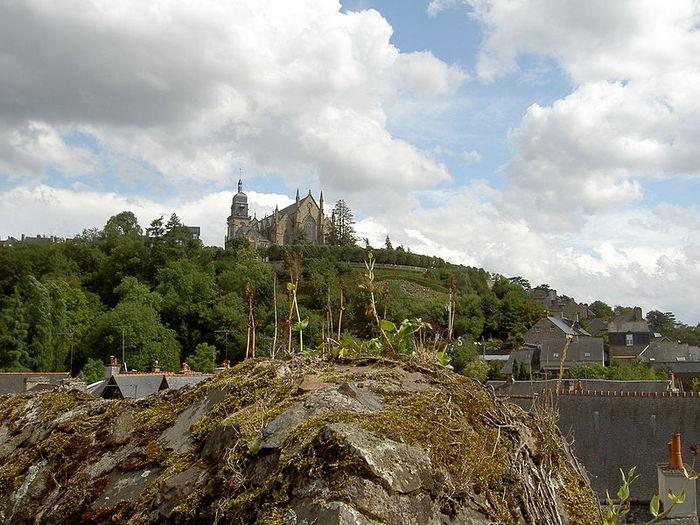 Фужер (Fougeres) — старинный город-крепость с 13 башнями в Бретани 84507