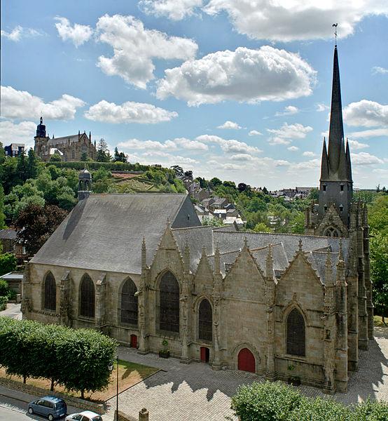 Фужер (Fougeres) — старинный город-крепость с 13 башнями в Бретани 67245