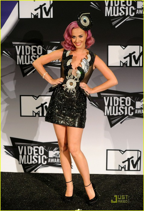 katy-perry-four-costume-changes-at-the-mtv-vmas-04 (477x700, 102Kb)