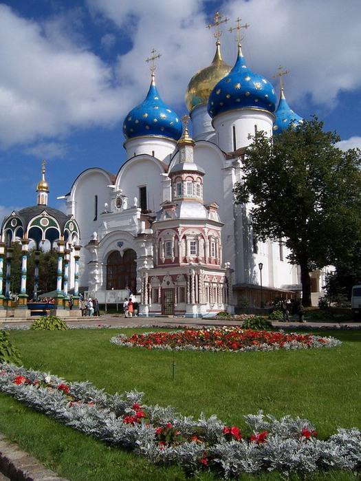 Троице-Сергиев монастырь.  Введенский храм.