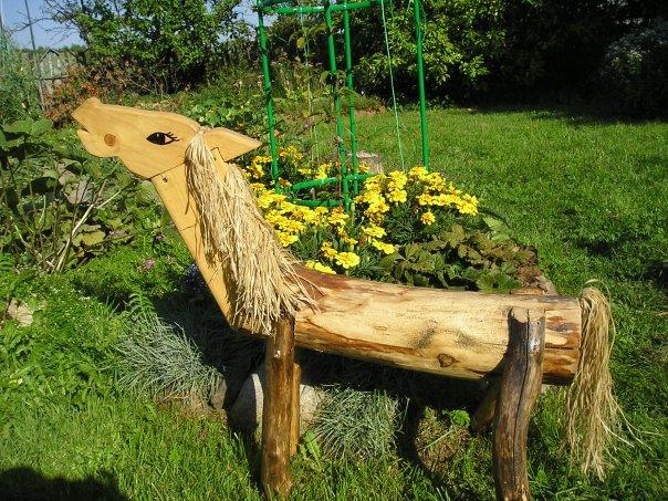 Помимо своего функционального назначения, садовая скамейка является.