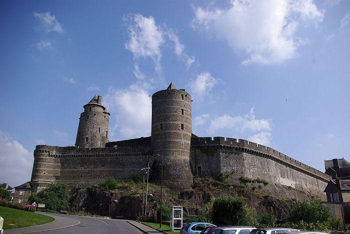 Фужер (Fougeres) — старинный город-крепость с 13 башнями в Бретани 59280