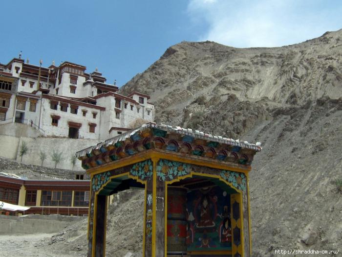 Индия, Ладакх, окрестности Леха, монастырь Rizong (700x525, 275Kb)
