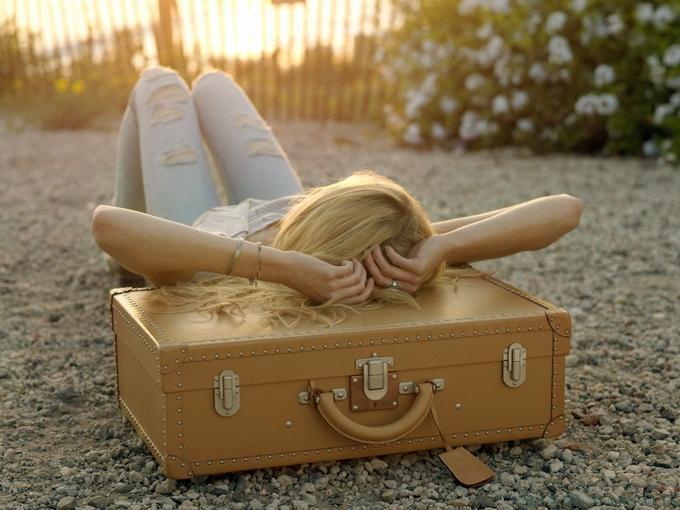 сон на чемодане (680x510, 335Kb)