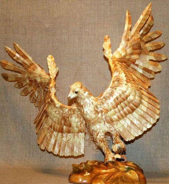 Необычные скульптуры из стружки от Сергея Бобкова 2 (550x598, 68Kb)