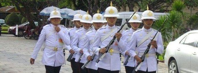 Гвардейцы тайского короля/2741434_124 (694x258, 46Kb)