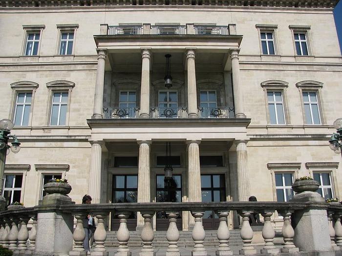 Виллa Хюгель (Виллa на холме) - родовое имение знаменитых Круппов. 82204