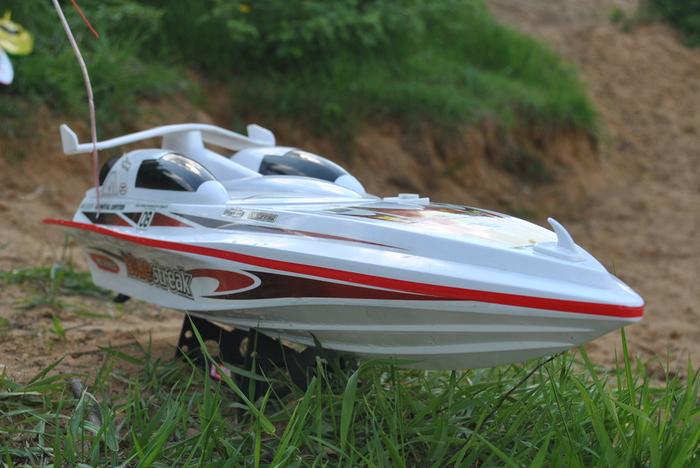 лодка на радиоуправлении (700x468, 247Kb)