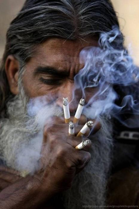 Такое бывает только в Индии/3676705_indiasmokes532x800 (465x700, 66Kb)