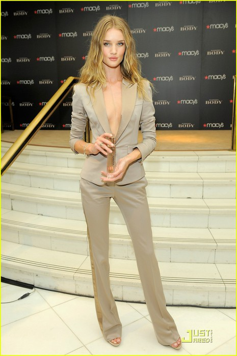 rosie-huntington-whiteley-macys-06 (465x700, 73Kb)