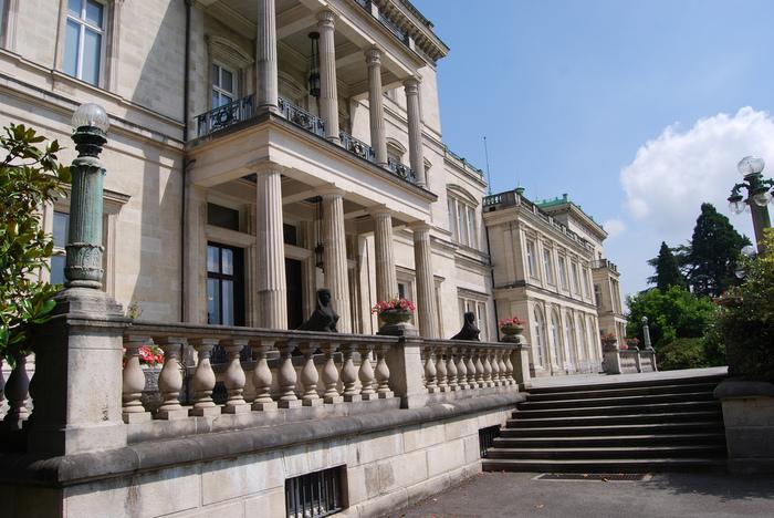 Виллa Хюгель (Виллa на холме) - родовое имение знаменитых Круппов. 43445