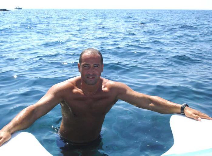 аким в море (700x513, 91Kb)