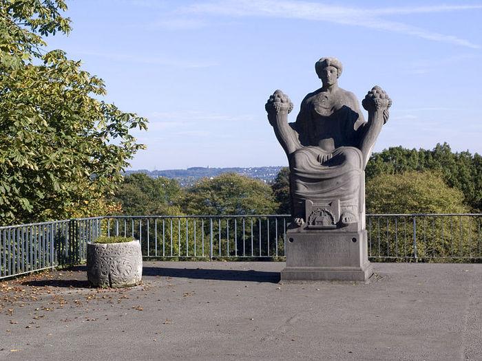 Виллa Хюгель (Виллa на холме) - родовое имение знаменитых Круппов. 49186