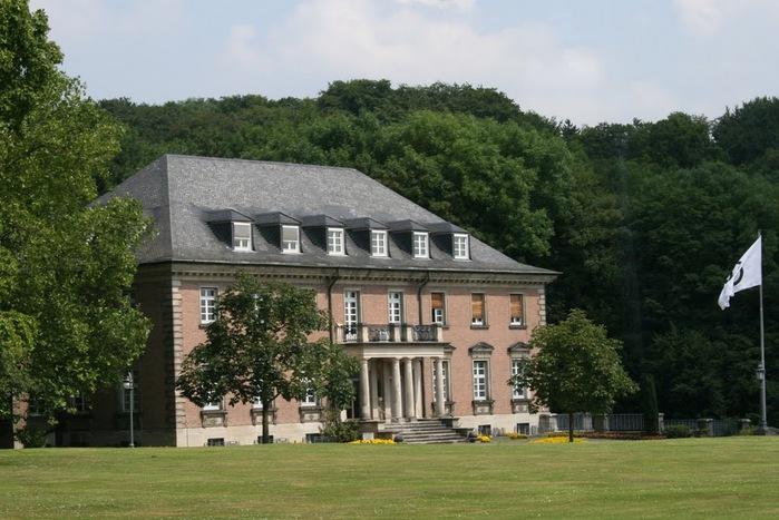 Виллa Хюгель (Виллa на холме) - родовое имение знаменитых Круппов. 16901