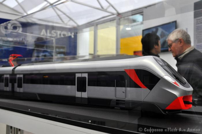 Модели поездов в павильоне