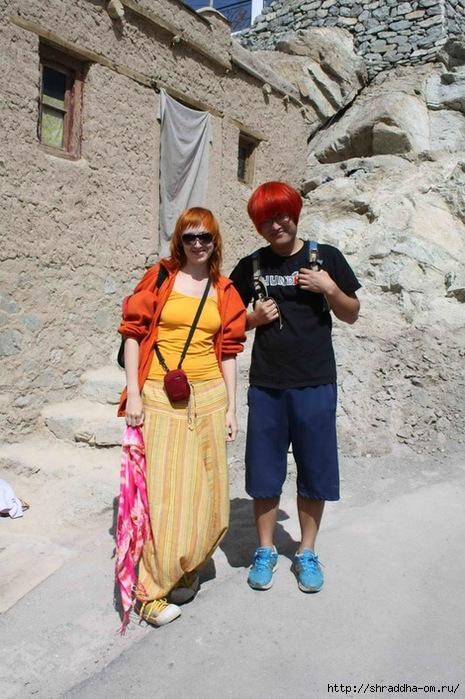 Shraddha & Рыжий японец, Индия, Ладакх, Лех 2011 (465x700, 269Kb)