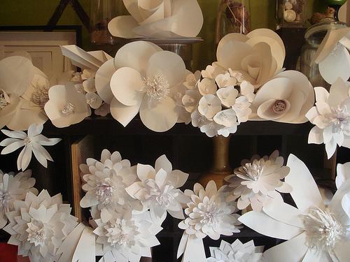 Мастер-класс цветы из бумаги на стену своими руками