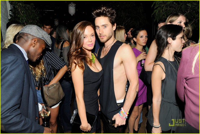 jared-leto-rose-mcgowan-tommy-hilfiger-party-02 (700x468, 105Kb)