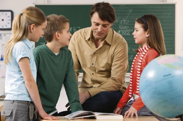 Ведь старый добрый принцип- прямая передача знаний от учителя ученику- безнадежно устарел.  799 (3/10/2011) .