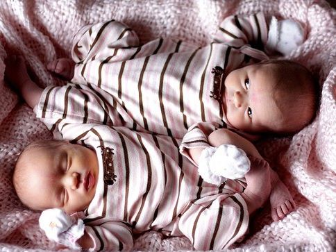 Какие же милашки - детишечки-близняшки!