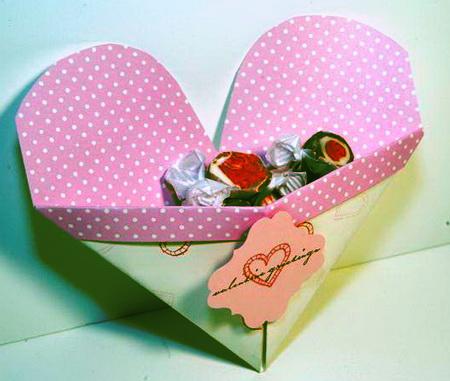 сердце оригами из бумаги,как сделать сердце оригами,оригами сердечко из бумаги,бумажные сердечки,идеи ко дню святого валентина/4395419_origami_heart22 (450x381, 63Kb)