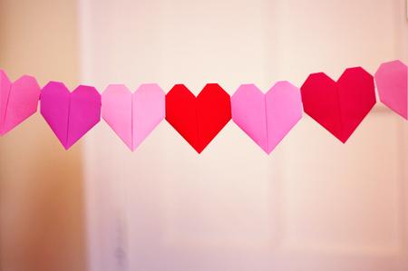 сердце оригами из бумаги,как сделать сердце оригами,оригами сердечко из бумаги,бумажные сердечки,идеи ко дню святого валентина/4395419_origami_heart13 (450x299, 157Kb)