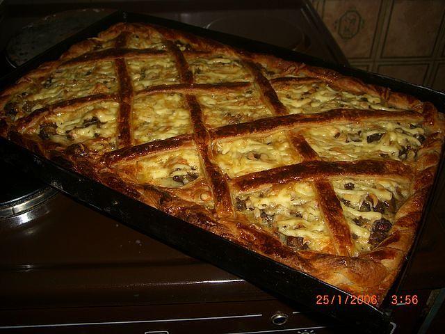 Открытый картофельный пирог с грибами
