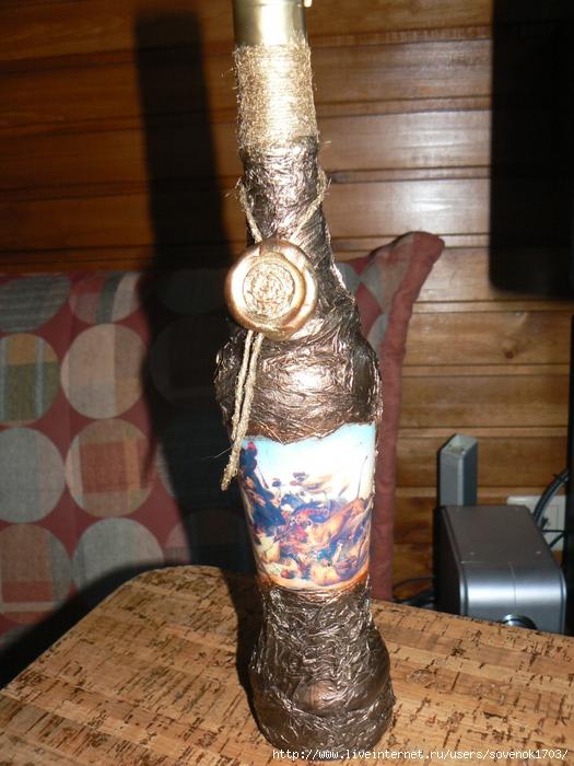 Бутылка сделана на заказ для одной моей знакомой.  Делали ее вместе с мужем, использованы такие техники как декупаж...