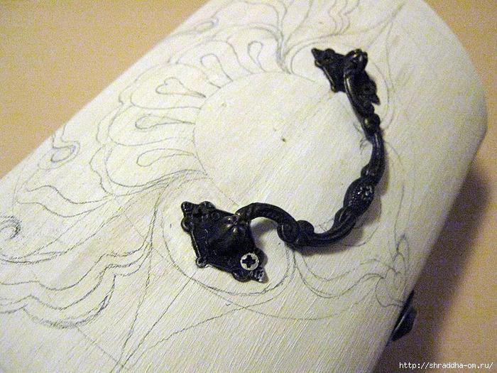 Рисунок карандашом сундуком