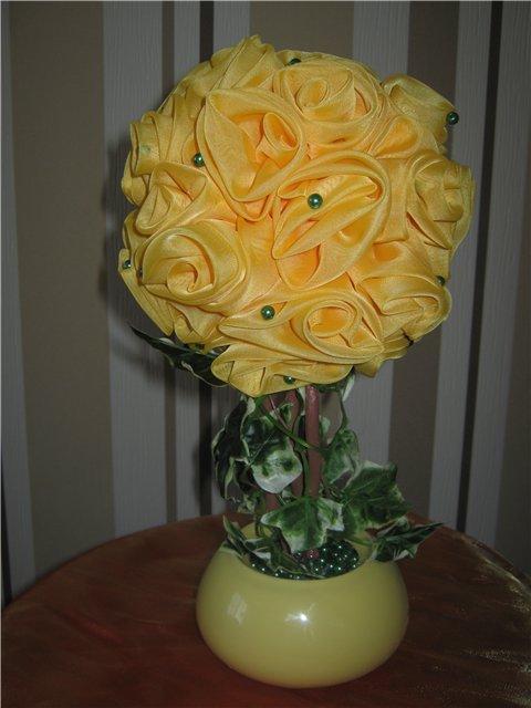 Топиарий из жёлтых цветов