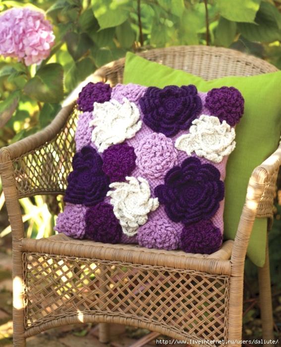вяжем подушки спицами цветы