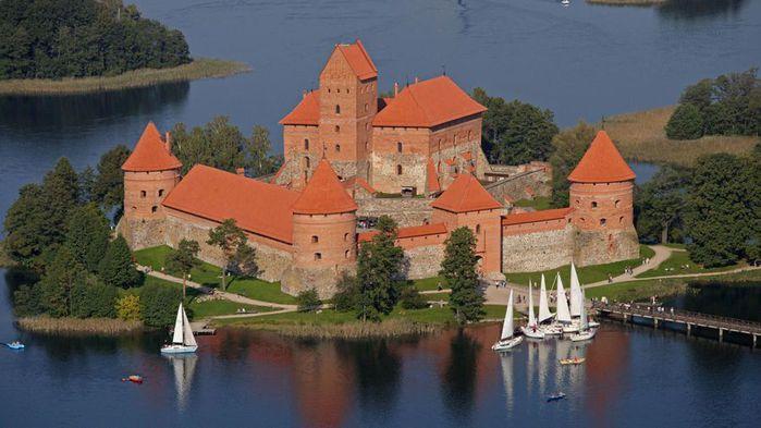 Тракайский замок недалеко от Вильнюса 13038