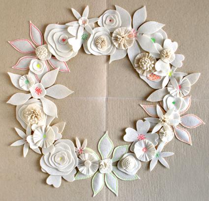 felt-flower-wreath-2 (425x409, 186Kb)