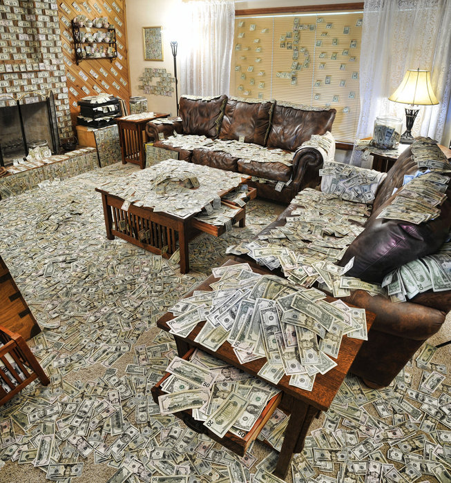 a_room_filled_with_an_obnoxious_amount_of_money_by_vlue-d4o6l53 (653x700, 220Kb)